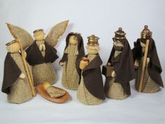 Christmas Jute Ornaments: 57 Models to Decorate Your Home Nativity Crafts, Christmas Nativity, Christmas Angels, Holiday Crafts, Christmas Holidays, Christmas Wreaths, Christmas Decorations, Christmas Ornaments, Nativity Sets