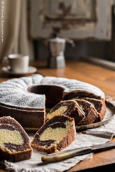 Marmorkuchen – der saftigste und fluffligste, den es gibt Probably the juiciest and most fluffy marble cake that exists (bake cupcakes food) Fun Desserts, Dessert Recipes, German Baking, Easy Cupcake Recipes, Gateaux Cake, Homemade Pastries, Marble Cake, Baking Cupcakes, Sweet Cakes