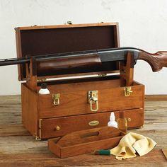 gun cleaning box. i need to take the time and make one like this