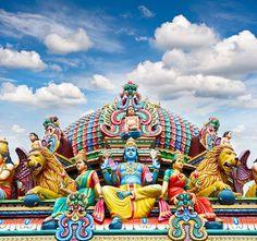 Singapur  Singapur'un gökyüzüne uzanan renkli tapınaklarından sadece biri… http://bit.ly/1pbGway #etstur #KeskeTatilOlsa #tatil #holiday #travel