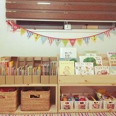 男性で、4LDKのOURHOME/おもちゃ収納/セリア/無印良品/カゴ収納/キッズルーム…などについてのインテリア実例を紹介。(この写真は 2015-11-15 21:16:37 に共有されました) Indoor Play Areas, Boys Room Design, Kids Library, Kids Room Organization, Baby Room Decor, Kid Spaces, Kidsroom, Baby Design, Cool Baby Stuff