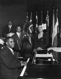 Billie Holiday with Art Tatum, Big Sid Catlett, and Oscar Pettiford (Metropolitan Opera House, NYC, Jazz Artists, Jazz Musicians, Billie Holiday, Art Tatum, Lady Sings The Blues, Jazz Concert, Bless The Child, Cool Jazz, Gone Girl