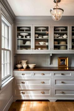 45+ Lovely French Country Style Kitchen Decor Ideas #kitchen #kitchendecor #kitchendecorideas Craftsman Kitchen, Farmhouse Kitchen Cabinets, Farmhouse Style Kitchen, New Kitchen, Modern Farmhouse, Kitchen Walls, Kitchen White, Kitchen Cabinetry, Kitchen With Glass Cabinets