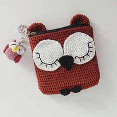 New crochet keychain pattern coin purses 36 ideas Baby Afghan Crochet, Crochet Baby Hats, Love Crochet, Crochet For Kids, Knit Crochet, Crochet Christmas Cozy, Christmas Crochet Patterns, Crochet Camera, Crochet Keychain Pattern