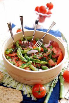 Tomaat asperge rode ui ansjovis Olijfolie balsamicoazijn kruiden zout