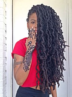 ladiswaggcutiewithdreds:  Locs & Henna :)……Instagram ladiswagg55
