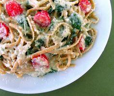 Pasta with Artichoke Sauce, Spinach and Grape Tomatoes Veggie Recipes, Pasta Recipes, Vegetarian Recipes, Dinner Recipes, Healthy Recipes, Simple Recipes, Delicious Recipes, Rigatoni, Penne