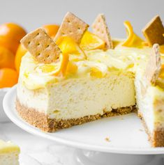 This Meyer lemon cheesecake with ultra creamy lemon curd is the ultimate sweet treat. Dreamy and light, the flavors are perfectly balanced. Lemon Cheesecake Recipes, Cupcake Recipes, Cheesecake Cake, Dessert Recipes, Dinner Recipes, Starbucks Pumpkin, Pumpkin Spice Latte, New Yorker Stil, Recipe For Mom