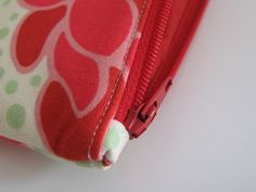 Flossie Teacakes: A tutorial: pleated make-up bag with covered zip ends