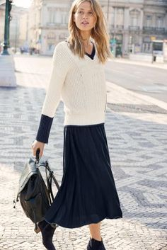Cream/Navy V-Neck Cable Sweater