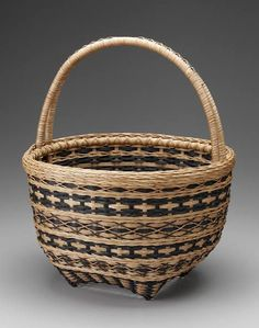 Wendy Jensen has beautiful baskets! Plant Basket, Bamboo Basket, Wicker Baskets, Weaving Projects, Weaving Art, Hand Weaving, Willow Weaving, Basket Weaving Patterns, Making Baskets