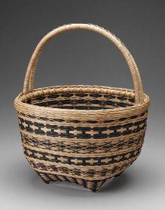 Wendy Jensen has beautiful baskets! Plant Basket, Bamboo Basket, Wicker Baskets, Weaving Art, Hand Weaving, Willow Weaving, Basket Weaving Patterns, Making Baskets, Nantucket Baskets