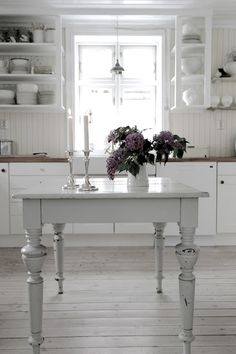 Stunning Kitchen in it's simplicity and visual stylising !!VINTAGE INTERIOR BLOGS