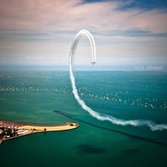 Air and Water Show (20 Chicago Instagram Photos We Love | Midwest Living).