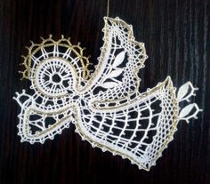 Bobbin Lace Patterns, Crochet Patterns, Bruges Lace, Types Of Lace, Lace Heart, Lace Jewelry, Lace Making, Lace Knitting, String Art