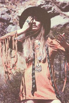 ╰☆╮Boho chic bohemian boho style hippy hippie chic bohème vibe gypsy fashion indie folk the . Gypsy Style, Hippie Style, Boho Style, Hippie Bohemian, Boho Gypsy, Modern Hippie, Bohemian Soul, Bohemian Lifestyle, Estilo Boho