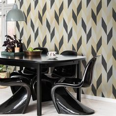 Kira black is a large graphic patterns with strong personality and a vibrant finish. This rich gold and black colour combination gives the room a new dimension. Kitchen Wallpaper, Wallpaper Size, Modern Wallpaper, Geometric Wallpaper, Pattern Wallpaper, Wallpaper Ideas, Black Color Combination, Room Design Bedroom