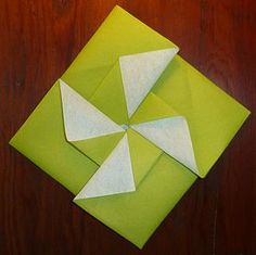 New origami facile moulin Ideas Diy Easter Decorations, Decoration Table, Paper Boat Instructions, Diy Paper, Paper Crafts, Christmas Napkin Folding, How To Fold Towels, Origami Wedding, Origami Envelope