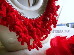 Collana all'uncinetto effetto corallo fatta a mano di CREATIVISSIME su DaWanda.com