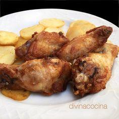 Con esta receta de alitas de pollo adobadas el pollo resulta ligero y el sabor no es muy fuerte. Aumenta las cantidades de vinagre si te gusta un sabor más intenso.