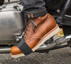 Shifter Boot Protector Made of leather with an elasticized strap, the Shifter Boot Protector by Held slides over your shifting foot to protect the toe of your boots from scuffs & scrapes.