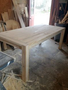 to Build a Modern Farmhouse Dining Table Do both sides separately to make sure they match each side of the top perfectly. Build A Coffee Table, Build A Farmhouse Table, Modern Farmhouse, Coffee Tables, Diy Dining Table, Dining Table Design, Patio Table, Rustic Table, Diy Esstisch