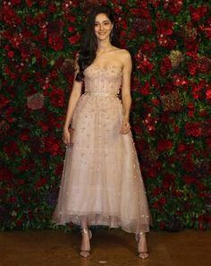 Bollywood Outfits, Bollywood Girls, Bollywood Fashion, Bollywood Stars, Manish Malhotra Bridal, Celebrity Style Casual, Celebrity Kids, Indian Look, Indian Bridal Fashion