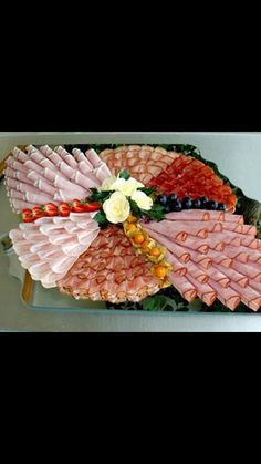 Arrange the cheese plate- käseplatte anrichten Arrange picture result for cheese plate - Meat And Cheese Tray, Meat Trays, Meat Platter, Food Trays, Party Trays, Party Buffet, Party Snacks, Deli Platters, Cheese Platters