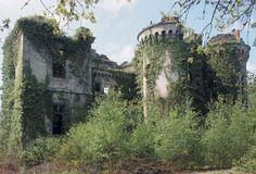 le château abandonné  | Château du Bois du Loup, Augan