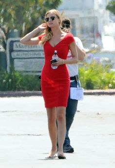 Emily VanCamp--My goal is to have a body  like hers someday