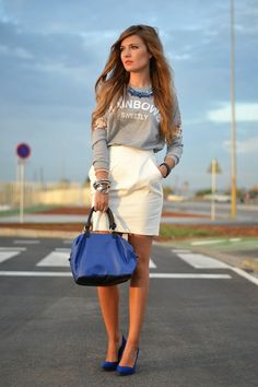 love this cute skirt with pockets, especially with the blue bag