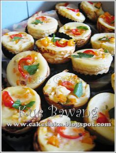 siska cake: Kue Bawang aka Lumpur Asin Indonesian Desserts, Asian Desserts, Indonesian Food, Milk Recipes, Baking Recipes, Snack Recipes, Cake Recipes, Savory Snacks, Yummy Snacks