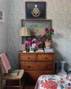 Everything But The House, Bedroom Corner, Shabby, Interior Decorating, Interior Design, Le Far West, Bedroom Vintage, Interior Exterior, Dresser As Nightstand
