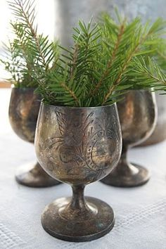 A rustic, au naturel Christmas: one that's decorated using only found natural objects and fresh greens along with some ordinary vases, baskets, and containers will gift your family with a warm, cozy Holiday season. Natural Christmas, Noel Christmas, Christmas Design, Country Christmas, Winter Christmas, Winter Holidays, All Things Christmas, Vintage Christmas, French Christmas