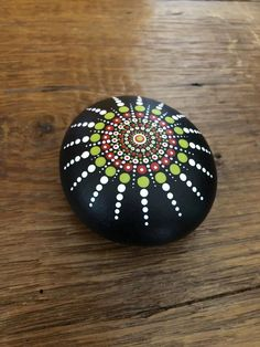 Handgemalte Mandala Stein/Felsen – All For Garden Rock Painting Patterns, Rock Painting Ideas Easy, Dot Art Painting, Rock Painting Designs, Pebble Painting, Pebble Art, Stone Painting, Art Art, Mandala Art