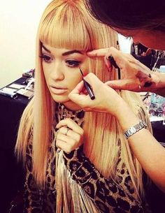 Rita-Ora-e-il-makeup-nel-backstage_image_ini_620x465_downonly.jpg (359×465)