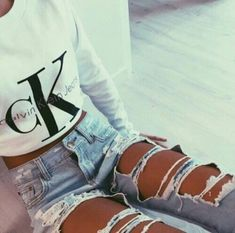- Best Jeans for Women of All Sizes and Styles 2018 Cute Ripped Jeans Outfits For Winter 2018 Outfit Jeans, Cute Ripped Jeans Outfit, Torn Jeans, White Ripped Jeans, Mode Outfits, Winter Outfits, Summer Outfits, Casual Outfits, Cute Jean Outfits