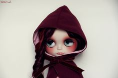 I SOOOOO NEED a Customized Blythe Doll!!! A vamp with green eyes and tears
