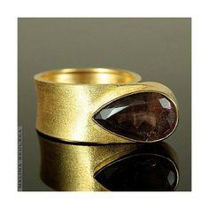 #ring #goldenring #quartz #asymmetric #openring #goldenjewellery #malinaskulska #pierścionek #otwartaobrączka #asymetryczny #kwarc #złotypierścionek