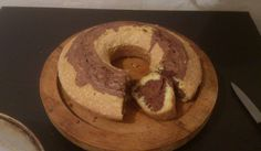 Лесен кекс с какао - Рецепта. Как да приготвим Лесен кекс с какао. В купа чупим яйцата и добавяме заха...