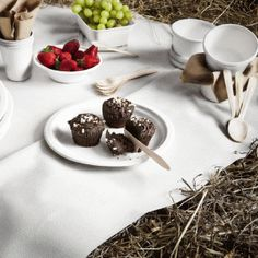 Our range of sugar cane tableware is perfect for a picnic - see http://www.littlecherry.co.uk/Party-Tableware/Sugarcane-White-Plates-And-Bowls/