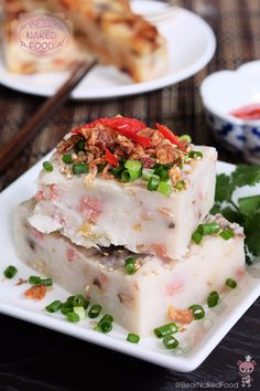 Happy 2016 everyone ! After OVER-indulging in all the sumptuous Christmas and New Year goodies, I'm definitely craving for some Chinese comfort food and this Hong Kong style radish cake (港式蘿蔔糕 Lo Bak Gou) is definitely one mandatory item I would order at Asian Snacks, Asian Desserts, Asian Recipes, Chinese Desserts, Chinese Recipes, Oriental Recipes, Dim Sum, Turnip Cake, New Year's Food