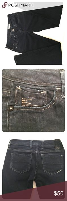 G-Star Raw Nova Midwaist Jean's Stylish pair of dark wash, straight legged jeans! They have a bit of stretch and are very comfortable. Shows nearly no signs of wear. Let me know if you have any questions! :)........Ps~ I'm a super fast shipper. Also, I love making great deals on bundles. Check out the other items in my closet ☀️! G-Star Jeans Straight Leg