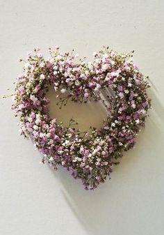 1 Corintios 13:4 El amor es sufrido, es benigno; el amor no tiene envidia, el amor no es jactancioso, no se envanece♔