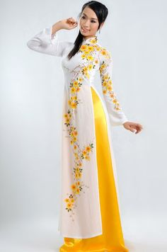 TRADITIONAL LONG DRESS - / A pure white dress with flower detail same color with pants, absolutely beautiful :) / aodaihoan. Long Dress Fashion, Hijab Fashion, Fashion Dresses, Runway Fashion, Fashion Trends, Vietnamese Clothing, Vietnamese Dress, Vietnamese Traditional Dress, Traditional Dresses