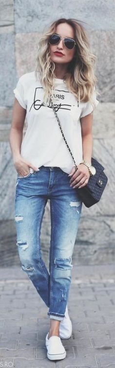 Boyfriend jeans are super comfortable and stylish, but it can be sometimes hard to put an outfit together . We've collected 21 of these simple/casual outfits that go perfect with any type of boyfriend jeans. Look Fashion, Autumn Fashion, Womens Fashion, Fashion Trends, Space Fashion, Jeans Fashion, Boyfriend Jeans Style, Look Jean, Cool Outfits