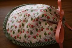 Delights of the Heart: Marmalady's Patterns A tote to carry your teacup to a tea party or travel. Find sewing pattern at www.marmaladys.com