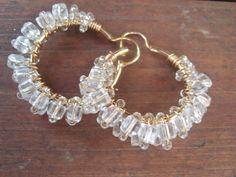 Arracadas de chapa de oro con cristal en cubos.    https://www.facebook.com/trendyaccesoriesmty?ref=hl