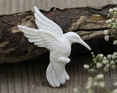 Carved Bone, Hummingbird  51mm x 40mm x 6mm  2.0 x 1.6 inches  5 grams  (B065)