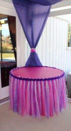Mesa decorada para fiesta temática de Princesa Sofia